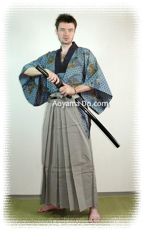 http://www.aoyama-do.com/vintage/kimonomen/250/kimono-hakama1a.jpg
